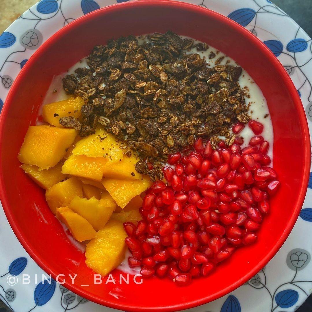 Granola and Fruits Bowl